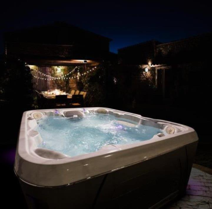 Serenity 6600 – Large 5-6 Person - Image2